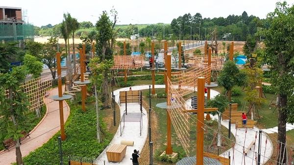 Adventure Forest - tổ hợp 26 trò chơi vận động liên hoàn tại công viên Gem Sky Park