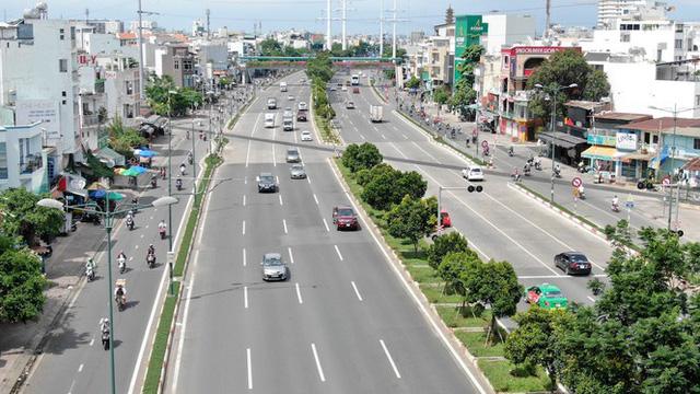 Chung cư trăm hoa đua nở dọc đại lộ đẹp nhất Sài Gòn - Ảnh 2.